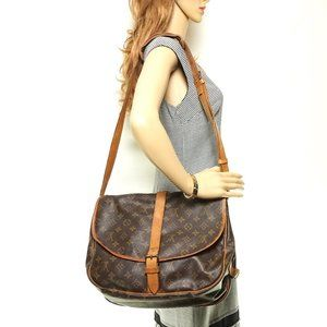 Auth Louis Vuitton Saumur 35 Crossbody #3967L18
